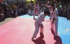 Şoke eden karate gösterisi!