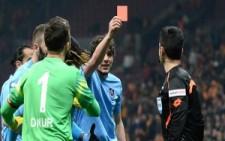 Trabzonspor'lu Salih Dursun Hakeme Kırmızı Kart Gösterdi..