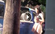 Sarhoş Taklidi Yapan Kızın Başına Gelmeyen Kalmadı