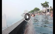 57 Katlı Gökdelenin En Üst Katına Öyle Bir Havuz Yapmışlar Ki..