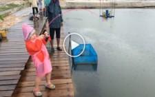 Altı Yaşındaki Kızın Yakaladığı Balığa Bakın!