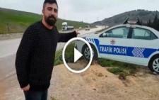 Polis Arabası Maketini Gerçek Sanıp 1,5 Saat Bekleyen Yurdum İnsanı