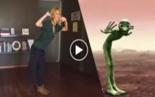 Çağla Şikel'den Uzaylı Dansı