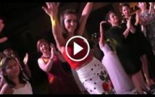 Düğünde Oryantal Oynayan Kızlar