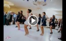 Düğünde Gelin ve Arkadaşlarından Süpriz Dans..!!